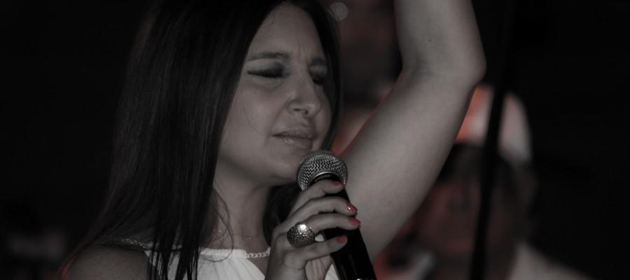 Μαρία Μισιρλή… εντυπωσίασε το κοινό με την ερμηνεία της, στην συναυλία αφιέρωμα στον Ντέμη Ρούσσο…